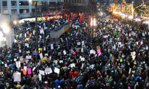 Tens of thousands flood Westlake Park in Seattle to protest Trump #nobannowall